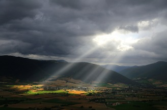 Source: www.goodfreephotos.com/albums/other-landscapes/sunlight-on-the-mountain-valley-landscape.jpg