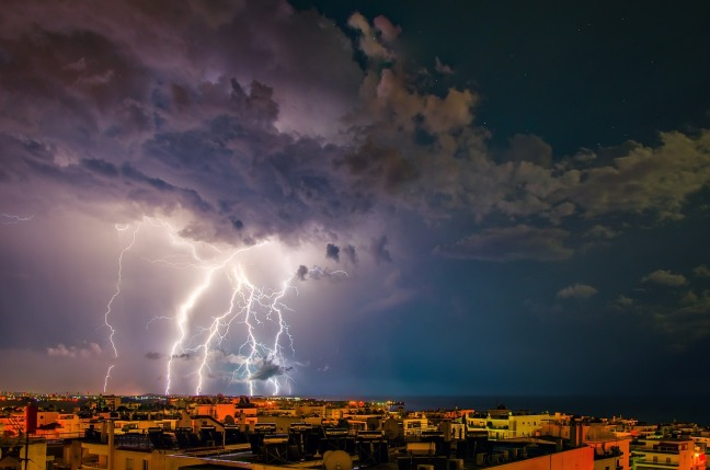 storm-2258182_1280